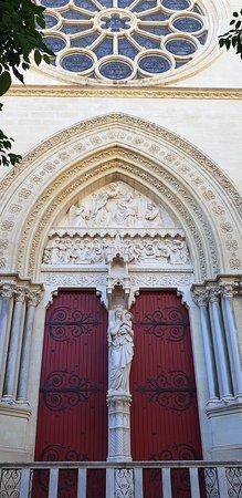Cathedrale St-Pierre: Porte latérale extérieure