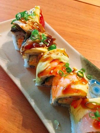 Wakame Sushi Bar & Grill: Notre version Dragon Roll