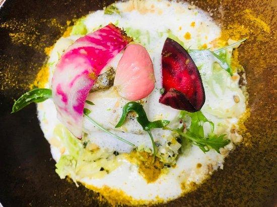 Restaurant Pania: Dos de cabillaud, choux verts bio et émulsion citronnelle. Il n'y a plus qu'à savourer 😊