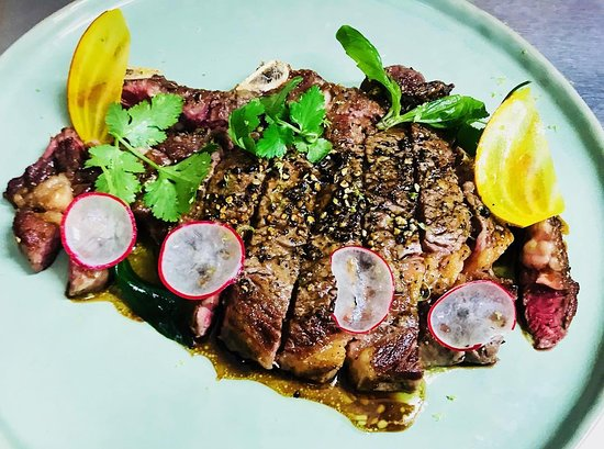 Restaurant Pania: Vous voyagerez en dégustant cette belle côte de bœuf au poivre de Kampot, sauce Angus ! 👌