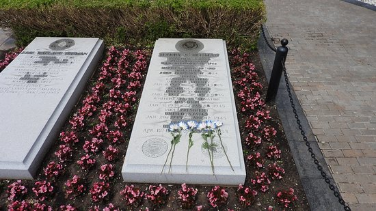 Harry S. Truman Library and Museum: Harry Truman Burial