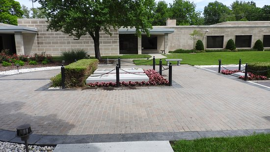 Harry S. Truman Library and Museum: Harry Truman Grave Site