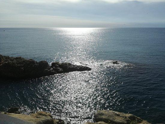 Playa de S'Abanell: Widok ze skały w kierunku morza