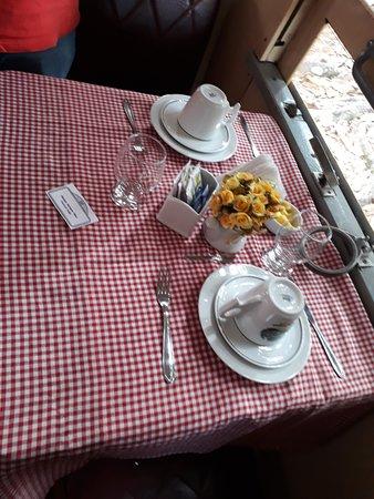 Passeio de Maria Fumaca: Mesa de Café