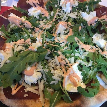 Pizza buonissima, proprietari gentilissimi e posto accogliente 👍🏻 Un mix perfetto
