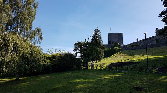 Clitheroe Castle: On the way through the grounds