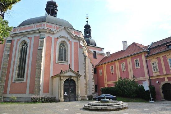 Kostel Nanebevzetí Panny Marie a sv. Karla Velikého v Praze na Karlově