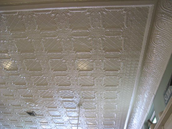 Mikes On Main St: ceiling