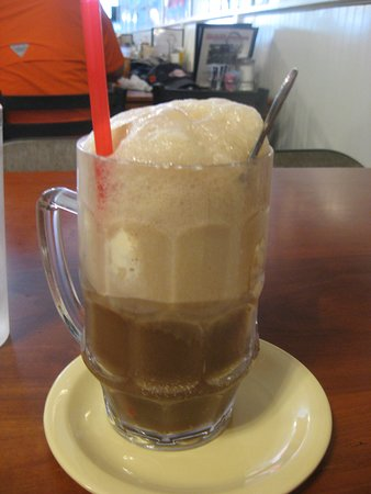 Mikes On Main St: root beer float