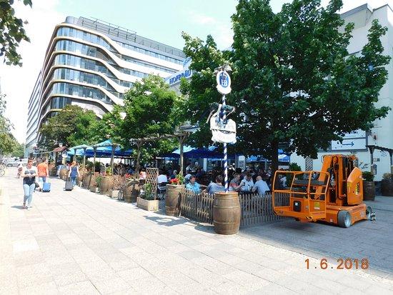 H4 Hotel Berlin Alexanderplatz: View from adjacent beirgarten