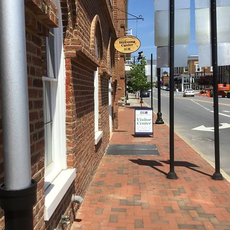 Charles Town, Virginia Occidental: From the outside