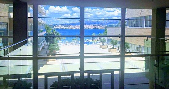 Le Meridien Lav Split: Lobby view of the ocean