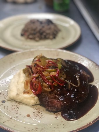 Grace Grill: Beef tenderloin with onions , peppers and mushrooms sauce