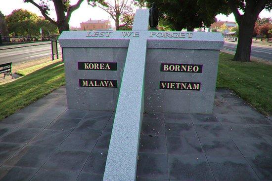 Borneo, Malaya, Korea & Vietnam War Memorial: The cross