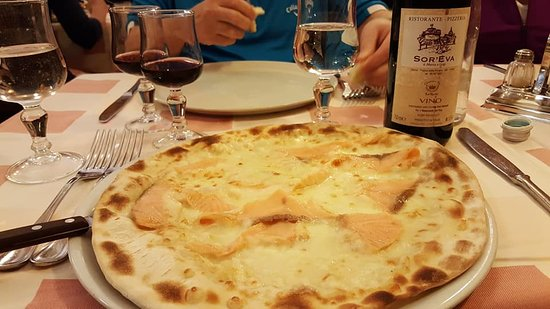 sor'eva: Salmon pizza, and a bottle of red house wine