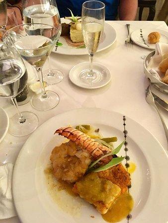 Barcelo Maya Palace: Langosta en el Restorán Francés