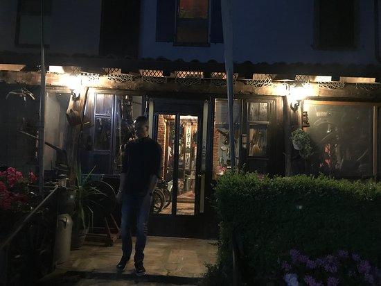 Virgilio, Italien: L'ingresso del locale