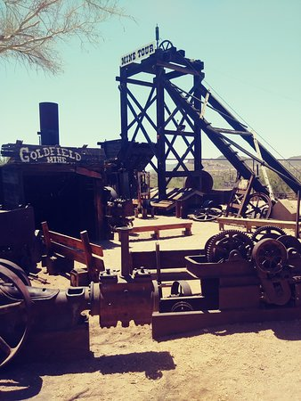 Goldfield Ghost Town: antique equipment