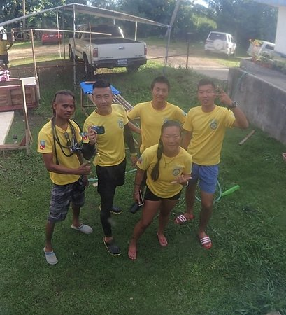 Palau 7th Wonder Dive and Tours: Team work is completing the task as one , Giving great service as one .  Email :palau7w@gmail.co