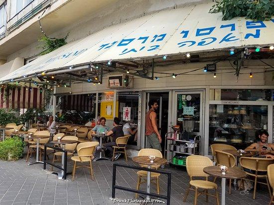 Bacio Mersand Cafe Ice Cream: outside