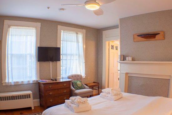Hawthorn House: Room 1