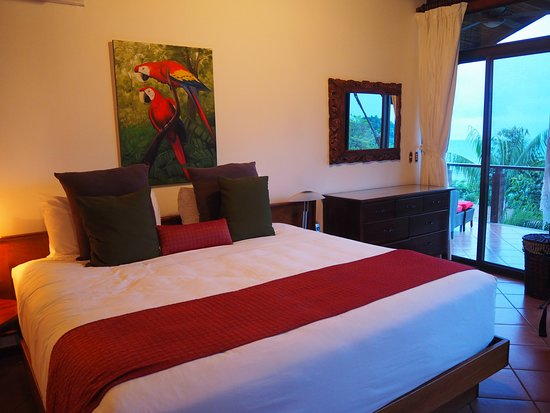 Tulemar Resort: Lovely bedroom with a very comfy bed.