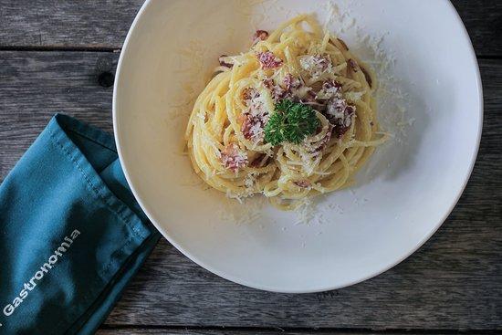 La Gastronomia Bali: Spaghetti Carbonara - pork pancetta, egg yolk, parmesan cheece, black pepper