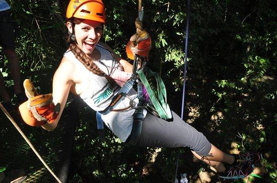 Zip lining, rappel och en Tarzan Swing