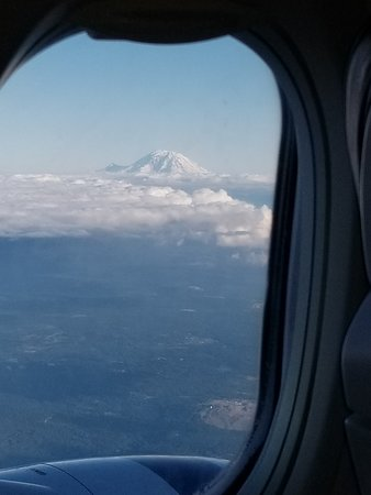 Alaska Airlines: Return trip. Mt Rainier Washington