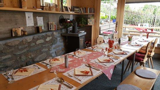Schlans, สวิตเซอร์แลนด์: Einfach gemütlich beisammen sein und gut essen!