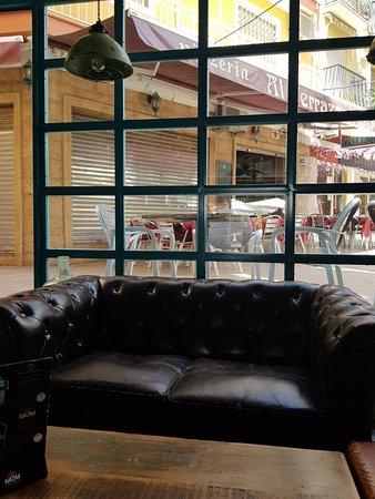 Alameda 20: Great bar.