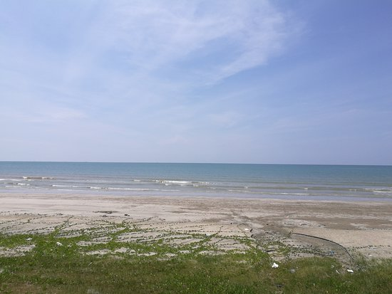 Pak Su Restarant (Seaside): The Kuantan seaview from the restaurant during sunny afternoon.