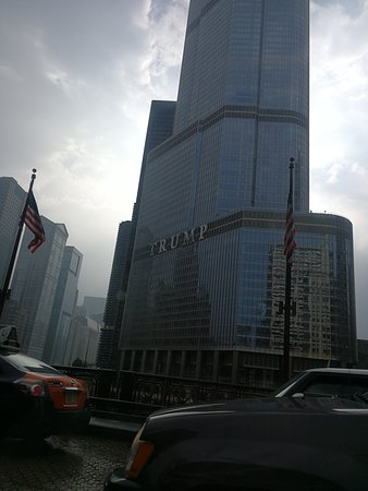 The Spa at Trump Chicago: Nice building location in Chicago