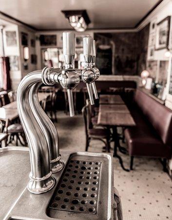 Le Temps des cerises: pompe a bière