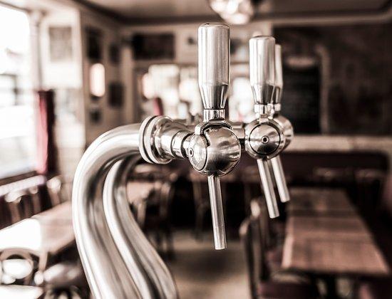 Le Temps des cerises: flou pompe a bière