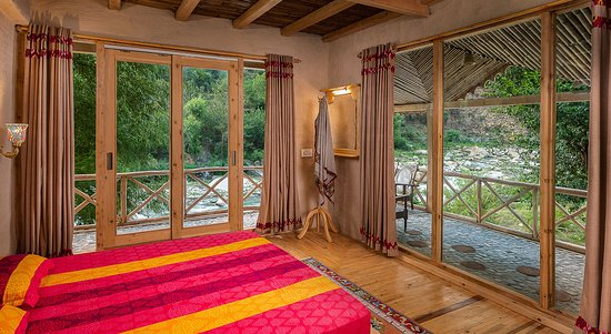 Sunshine Himalayan Cottage - Tirthan Valley: River View from First Floor Rooms !