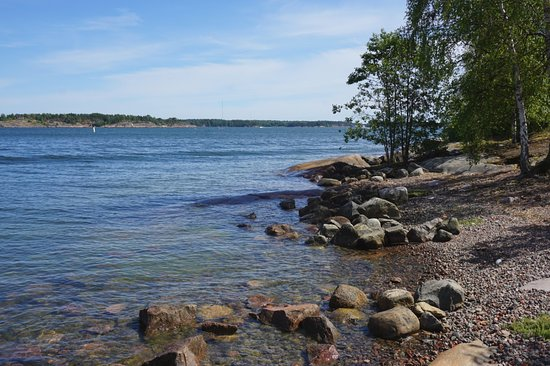 Restaurant Lonna: Beautiful rocky shorelines