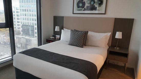 City Tempo - Lonsdale Street: master bedroom with corner window and city view