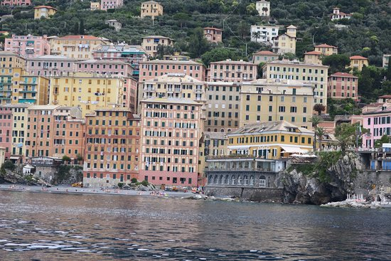 Portofino Taxi Boat: Camogli the little fishing village we moored in to stroll around for half an hour or so