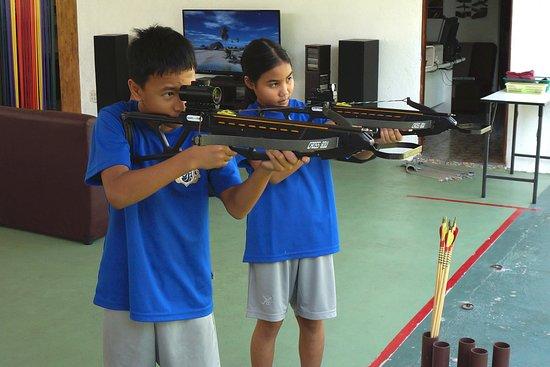 Flying Arrow Archery Range Restaurant & Bar: Crossbowshooting for Students