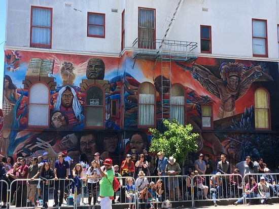 Mission Trail Mural Walks: Along the Carnival streets