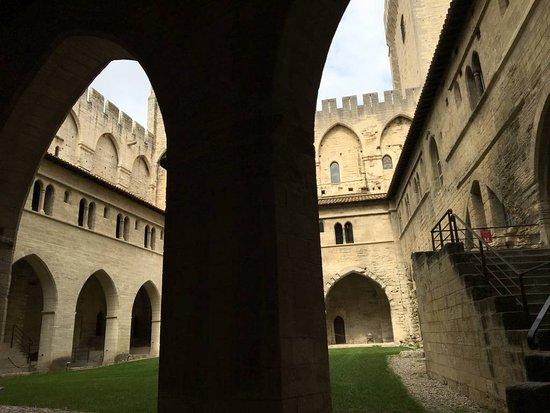 Palais des Papes: Atrium
