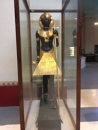 Private tour to Giza Pyramids , Sphinx and Egyptian Museum: Golden statue