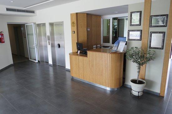 Artemis Hotel Apartments: receptie