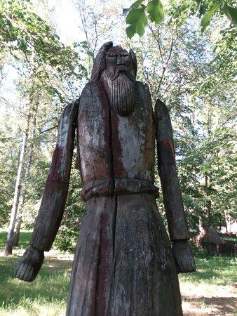 Pereiaslav-Khmelnytskyi, Ukraine: деревянные фигуры на территории музея