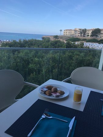 Carema Beach Menorca: colazione fronte mare