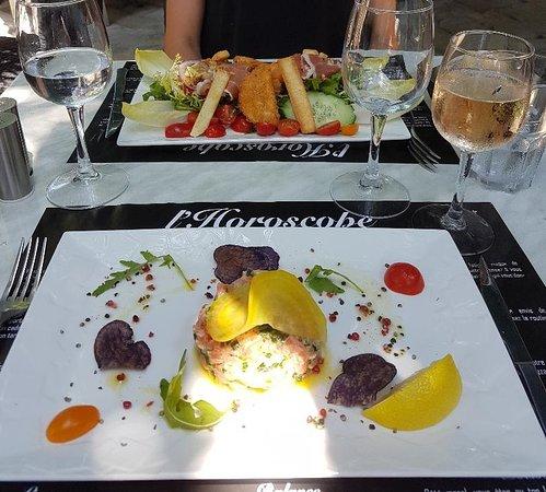 Chez Marius: salade chèvre chaud et tartare de saumon