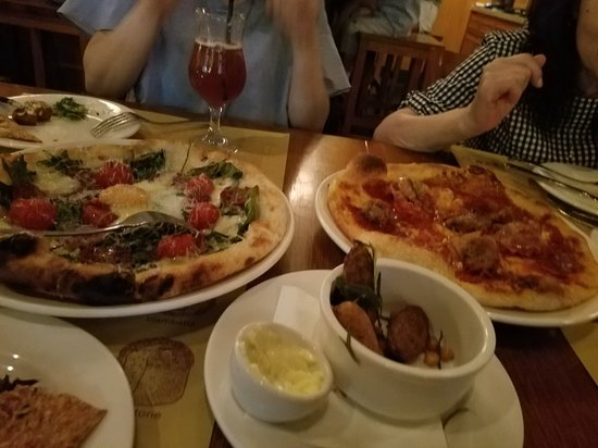 Pizzeria Mozza: ポテトフライとピザ2種類