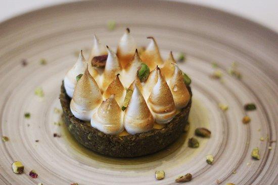 La Pirogue: Lemon and picachio tart.