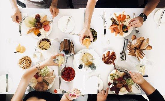 La Pirogue: Lunch party.